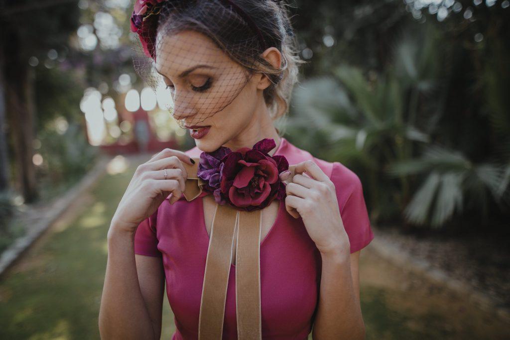 Invitada_perfecta_bridalada_flores_rosa_velvet_terciopelo_CherubinaSerafinCastilloBridalada