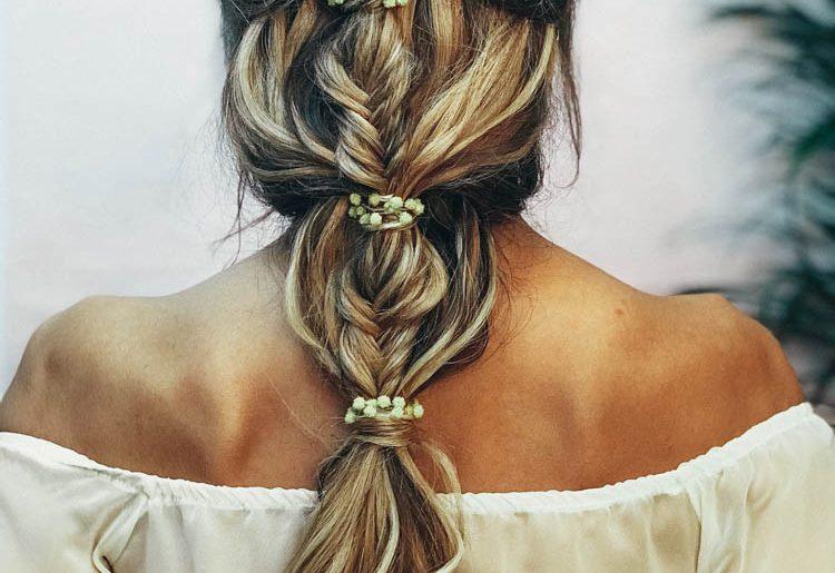 Peinados con flores naturales